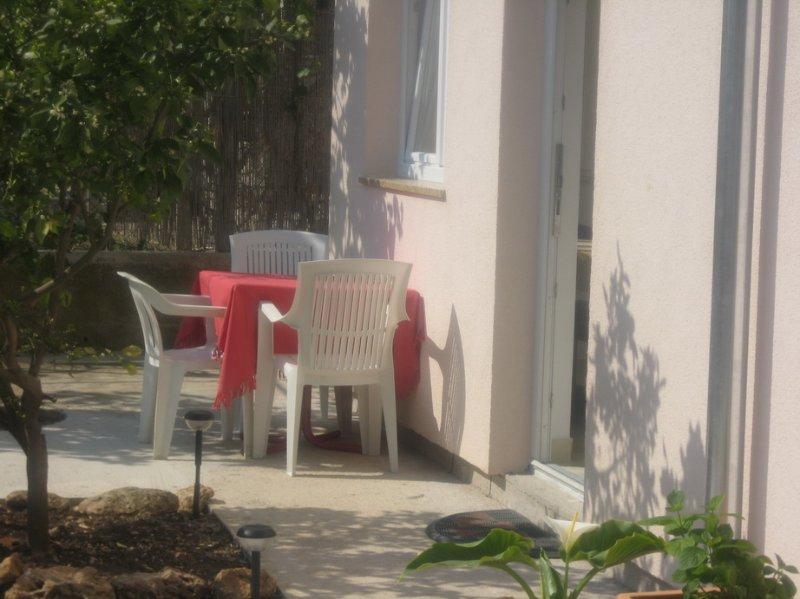 Apartments Jakovčev 2+1, holiday rental in Betina
