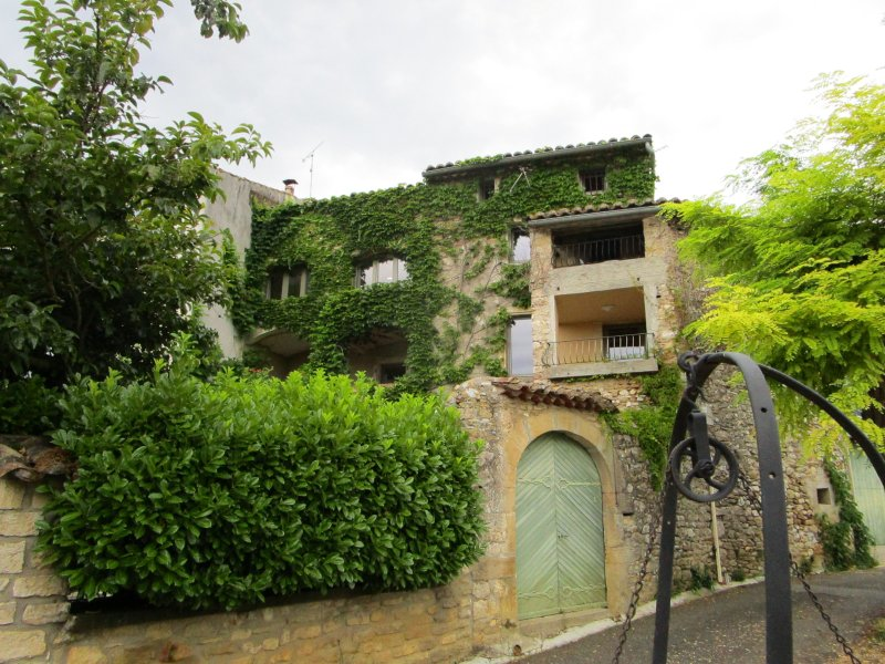 Ancient walls, modern luxury, vacation rental in Goudargues