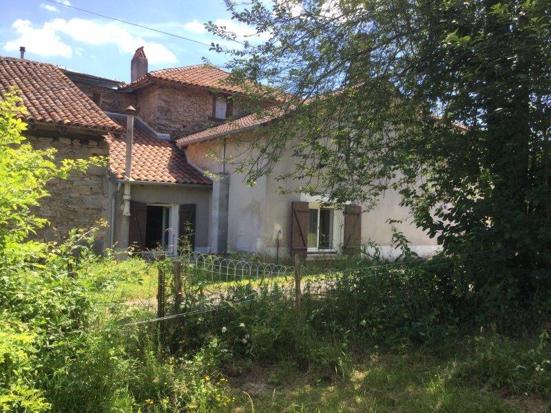 Gîte rural au calme, avec terrain privé, casa vacanza a Ladignac le Long