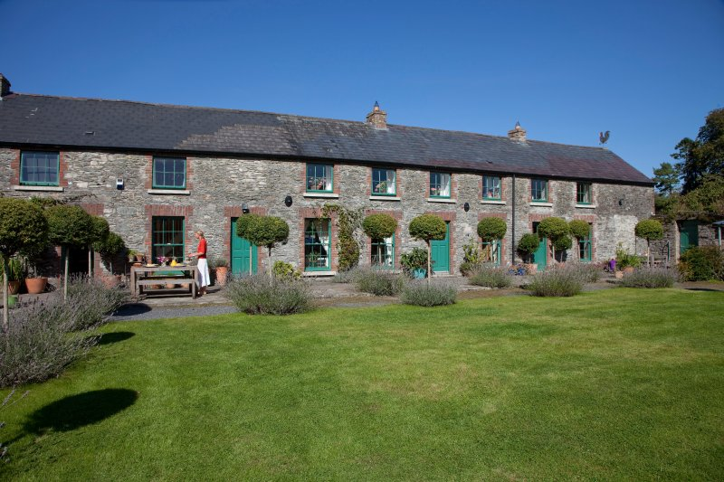18th Centuary Boutique Villa's Stable Yard House, holiday rental in Donard
