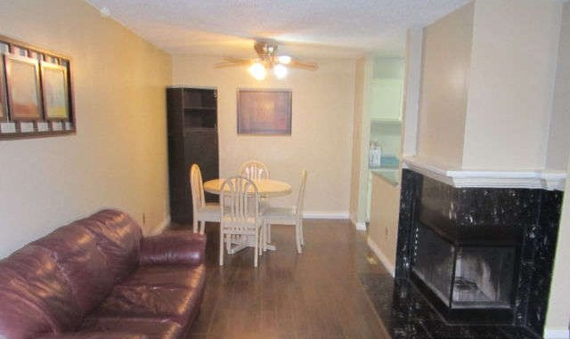 FULLY FURNISHED! JUST BRING YOUR SUITCASE!, holiday rental in Fort Saskatchewan