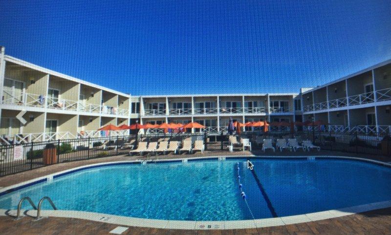 montauk royal atlantic beach resort has air conditioning. Black Bedroom Furniture Sets. Home Design Ideas