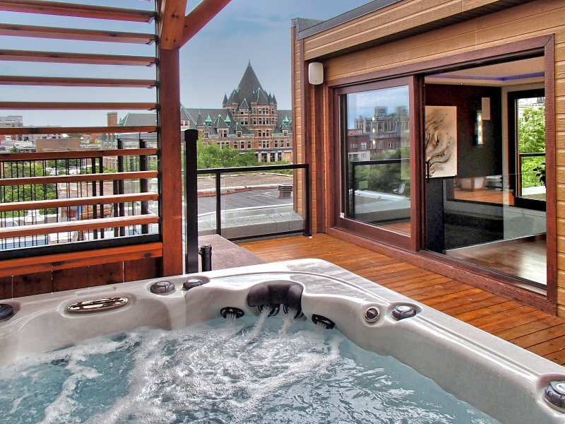 Jacuzzi on the 3rd floor view Castel Viger