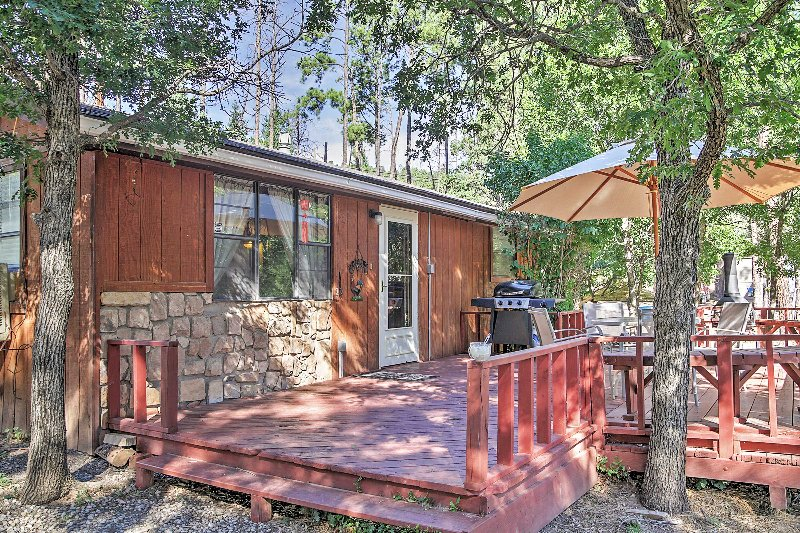 2BR cabin w/private hot tub