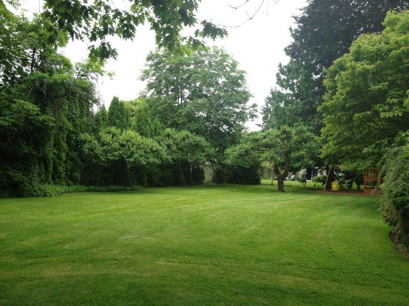 Acres of pristine gardens!