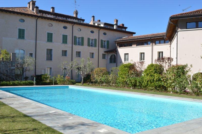 Lake Garda 2 Bedrooms WiFi Pool Quiet Comfortable, location de vacances à Prevalle