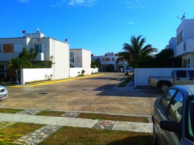 rua em frente da casa