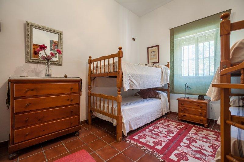4e slaapkamer met twee stapelbedden en 4 90CM