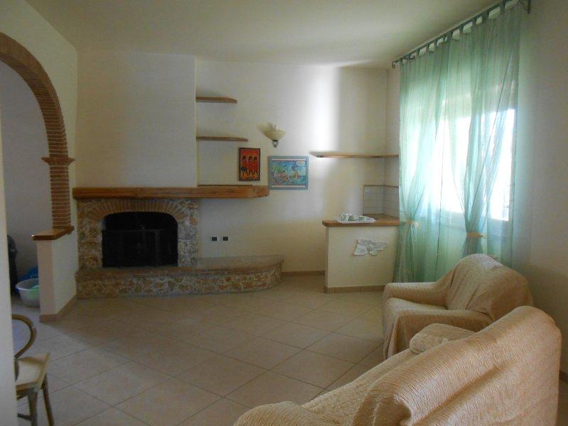 CASA CENZINA ,grande appartamento con giardino., vacation rental in Capezzano Pianore