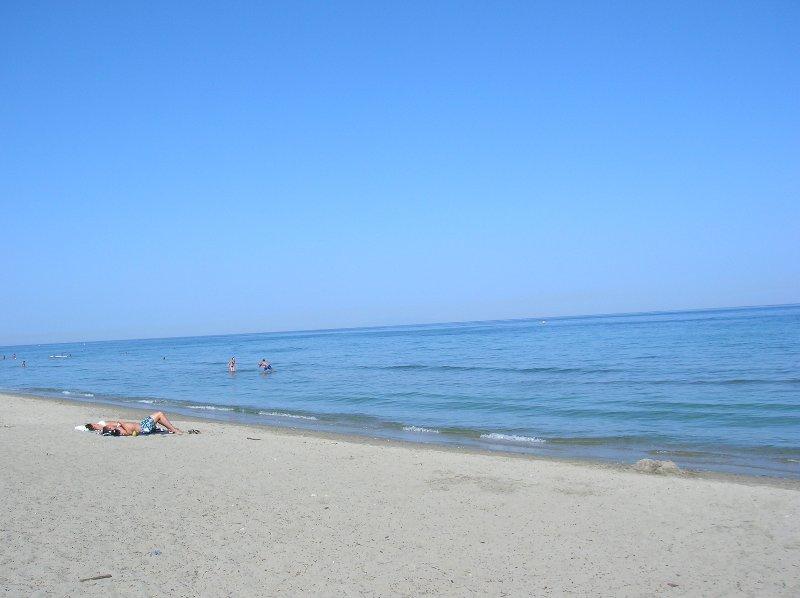 Villetta con giardino a pochi passi dal mare, alquiler de vacaciones en Santa Lucia di Moriani