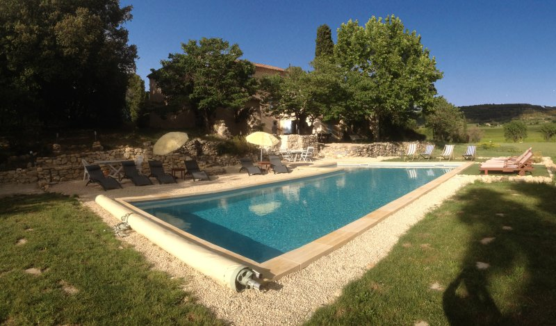 Swimming pool with safety bar cover, respecting the legislation and standards in force