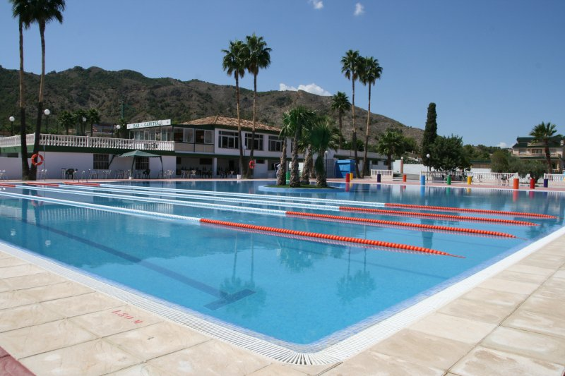 agreed pool access 5 min drive from the apartment. In the Urb. Montepinar Orihuela.