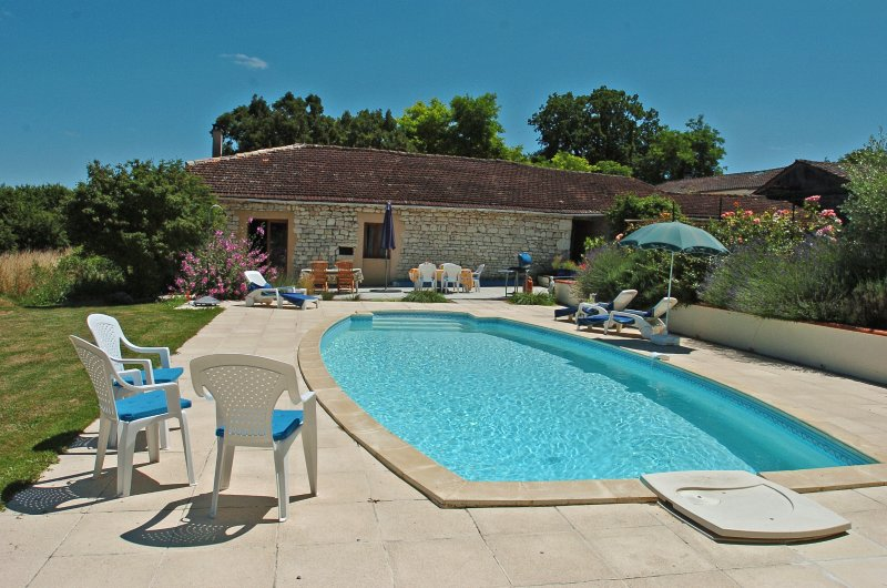 2 bed gite in newly converted Quercy stone barn, holiday rental in Tournon-d'Agenais