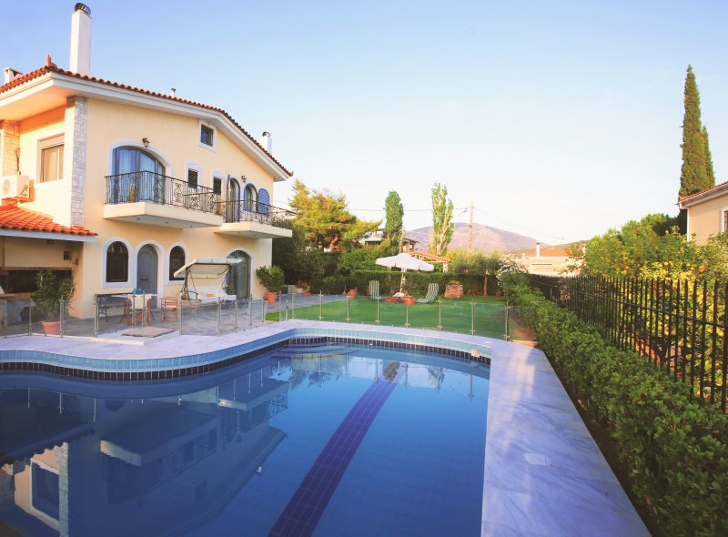 Villa Mare in Lagonisi, vacation rental in Koropi