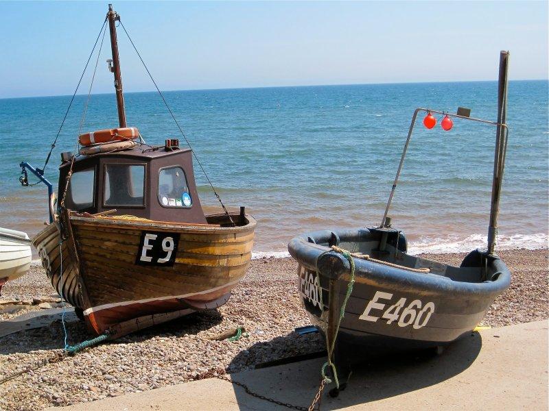 Los barcos de pesca cerca de Sidmouth jamón