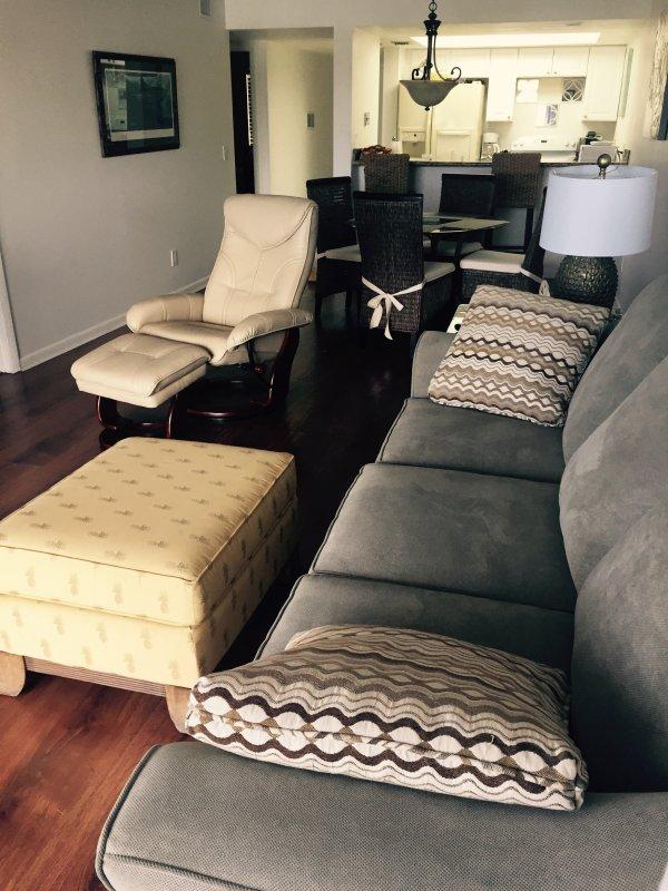 sofa en fauteuil in de woonkamer