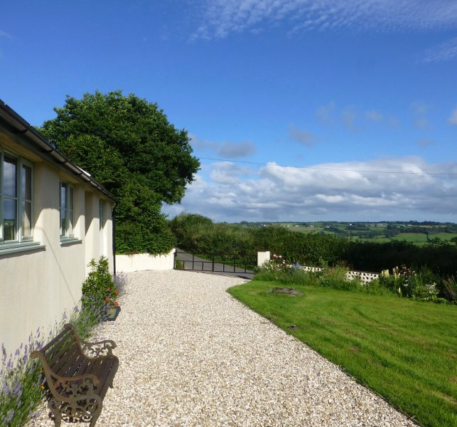 Quiet, cosy detached cottage with large garden, holiday rental in Honiton