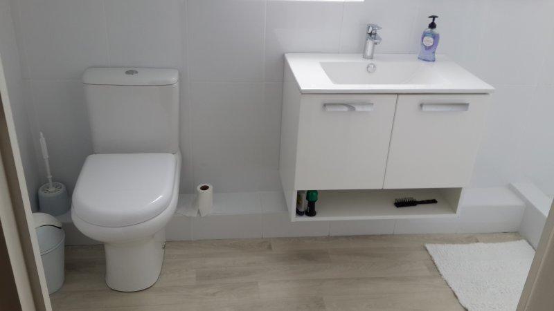 Villa Karibu - 3. Bathroom (upstairs)
