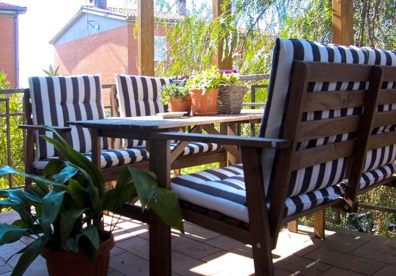 Silenziosa e indipendente villa con giardino, holiday rental in La Storta