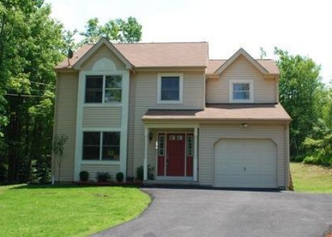 Beautiful Two Story Home in PA, holiday rental in Pocono Manor