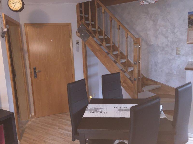 Wohn- und Essbereich, sowie Treppe ins Dachgeschoss zu 4 weiteren Schlafplätzen