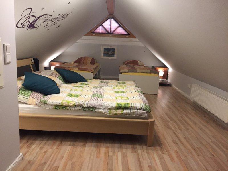 Dachgeschoss mit 4 Schlafmöglichkeiten und eigenem TV