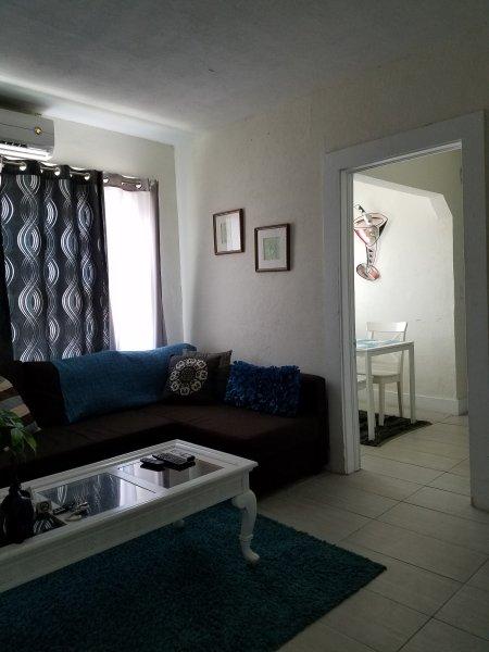 Near downtown and beaches 2br/1bath/LittleHavana-E2, holiday rental in Miami