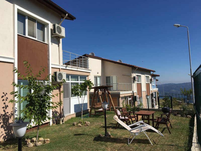 Charming Lake View, Mountain Villa, holiday rental in Izmit