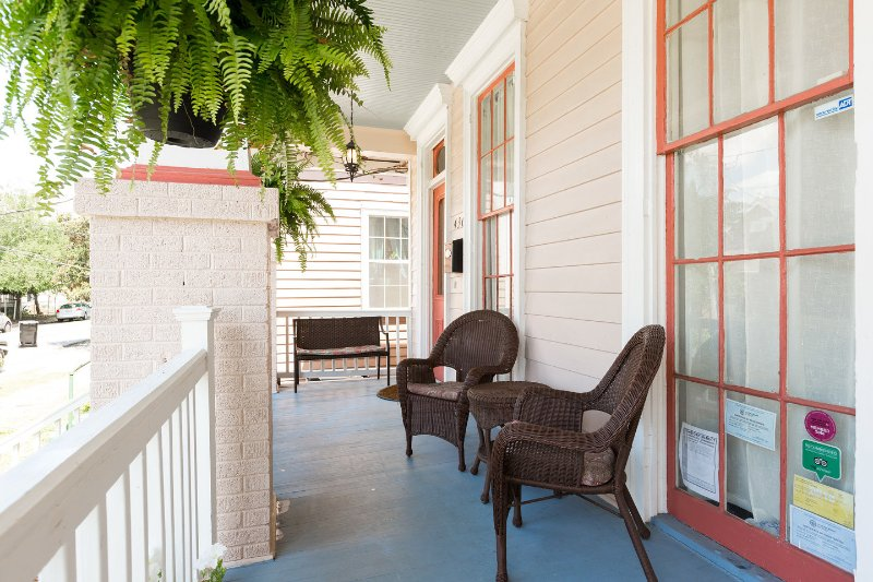 Historic Algiers Point -- 5-minute Ferry To French Quarter, holiday rental in New Orleans