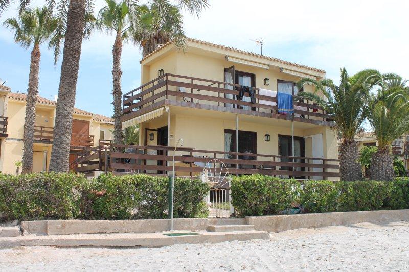 'Villa Manning', Toröffnung direkt auf Strand