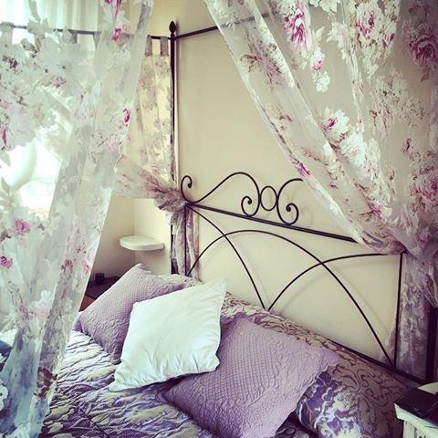 Camera romantica in Torretta - con letto a baldacchino , bagno/doccia privato , frigobar, tv LCD