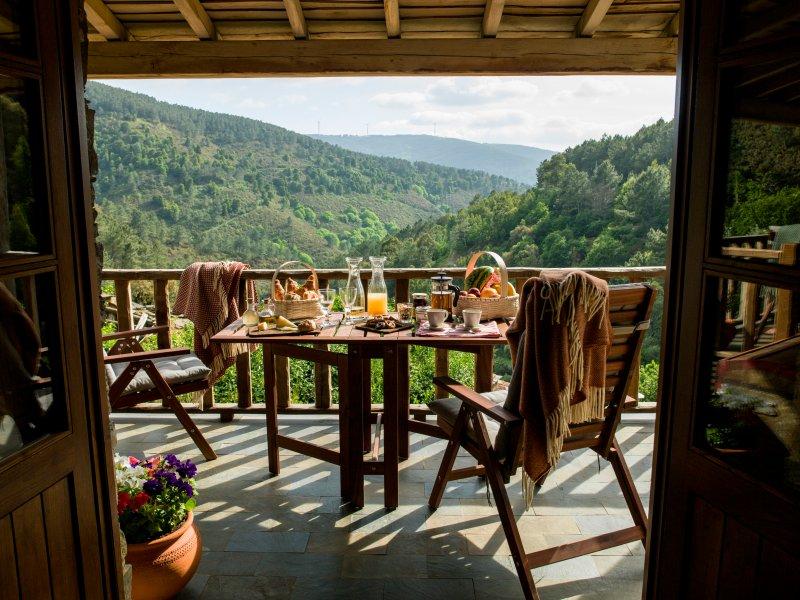 Casa da Árvore - Cerdeira Village, holiday rental in Portela do Fojo