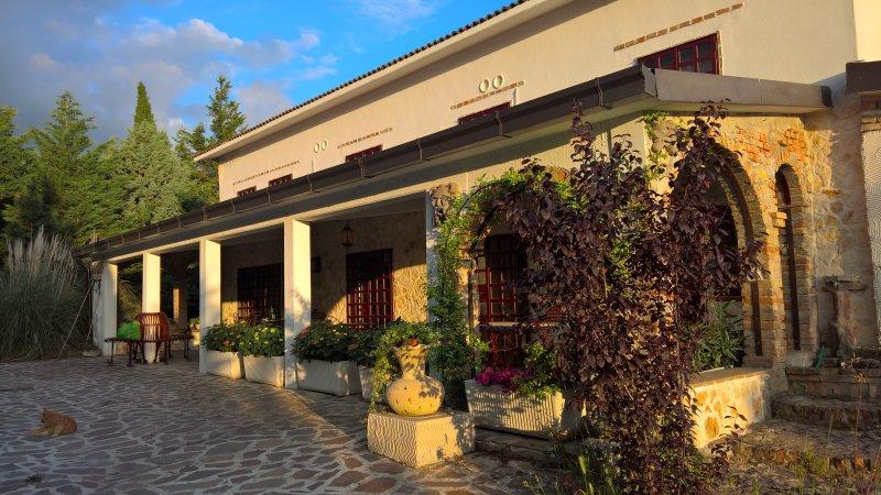 Tamerici House - camera N. Queen 2- -struttura familiy 2+2 - fino a 4 persone  Pool by day /night