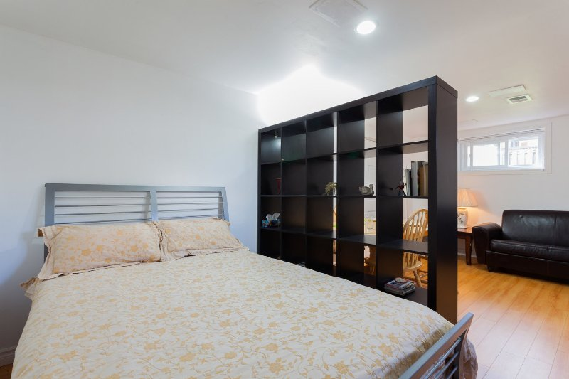 Bajo el dormitorio # 6 más den y comedor con cama de matrimonio y sofá-cama
