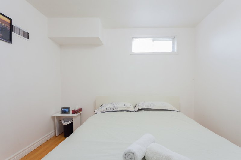 Bajo el dormitorio # 5 con cama de matrimonio