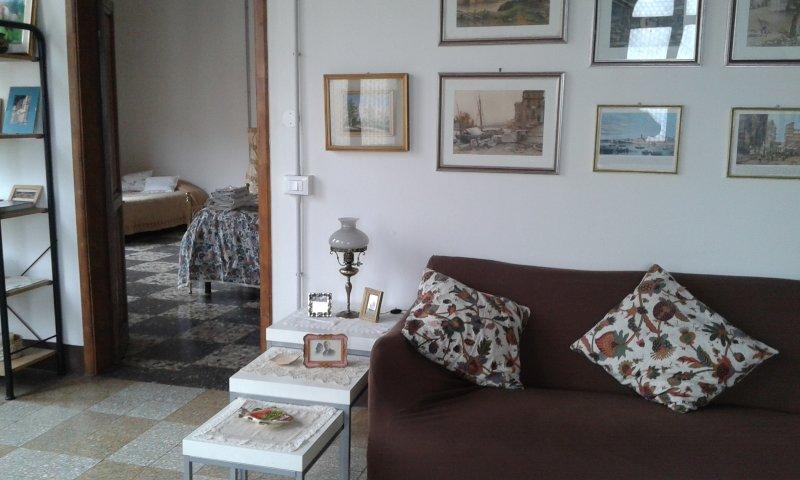 Le Finestre di San Michele ampio e luminoso attico, holiday rental in Castiglion Fiorentino