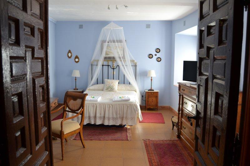 El Escudo de Calatrava. Junior Suite, holiday rental in Sevilleja de la Jara