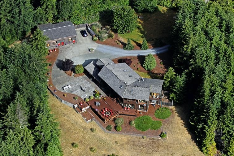 WINTER  GOLF  $680 / day  7k sq Ft. on 15 acres. Socially  distance with style, holiday rental in Bandon