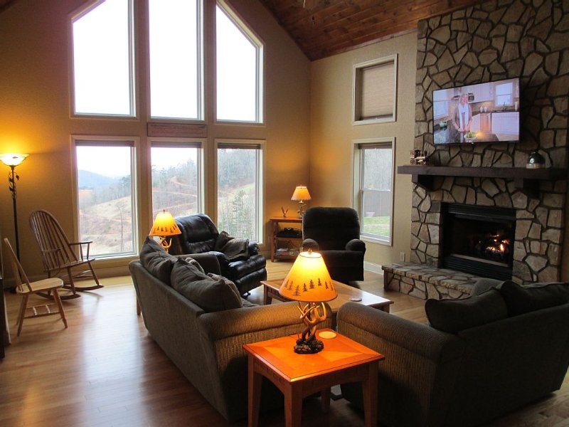 Plenty of comfortable seating, a warm fireplace, and a 55' HDTV!