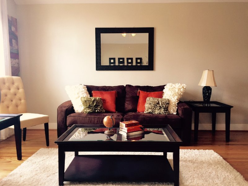 Modern 6 sleeper 2bed/2bath for 1 Year Lease!, holiday rental in Pasadena