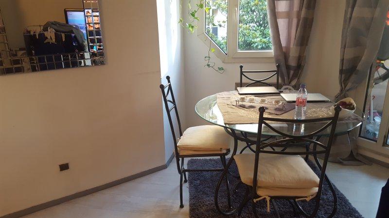 Charmant appartement de 85M2 au coeur de Paris, holiday rental in Saint-Denis