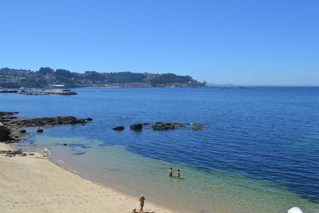 APARTAMENTO A PIE DE PLAYA CON VISTAS AL MAR, holiday rental in Castrelo