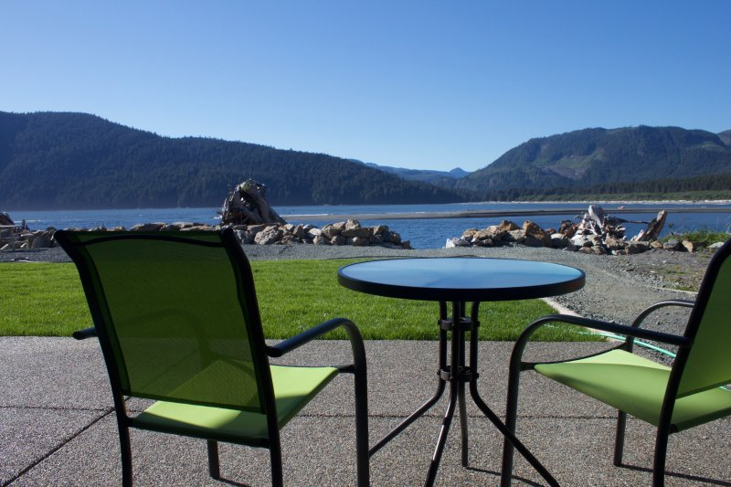 Waterfront Vacation Suite!, holiday rental in Port Renfrew