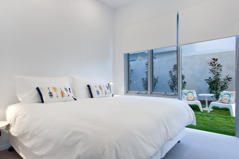 BEDROOM 2 - CAN BE EITHER ONE KING SIZE BED OR TWO KING SINGLE BEDS