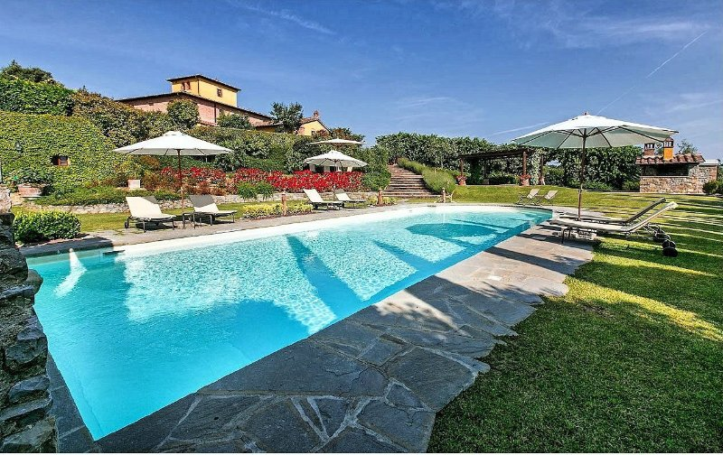 Il Casale, large villa for family reunion and weddings. Up to 24 pax with pool!, vacation rental in Sinalunga