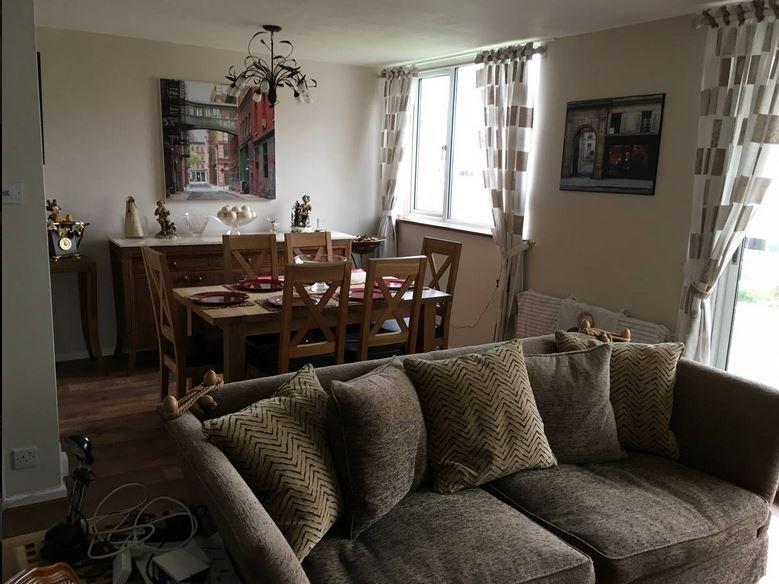 Spacious 2 Bed Elstree Apartment, vacation rental in Borehamwood