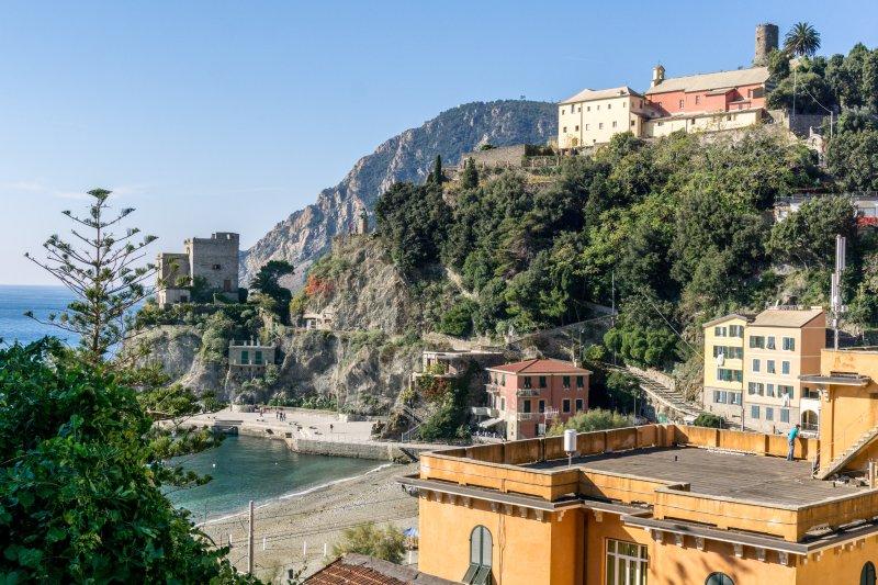 Breakfast&Parking MONTEROSSO VILLA SERVANO SEA VIEW, vacation rental in Monterosso al Mare
