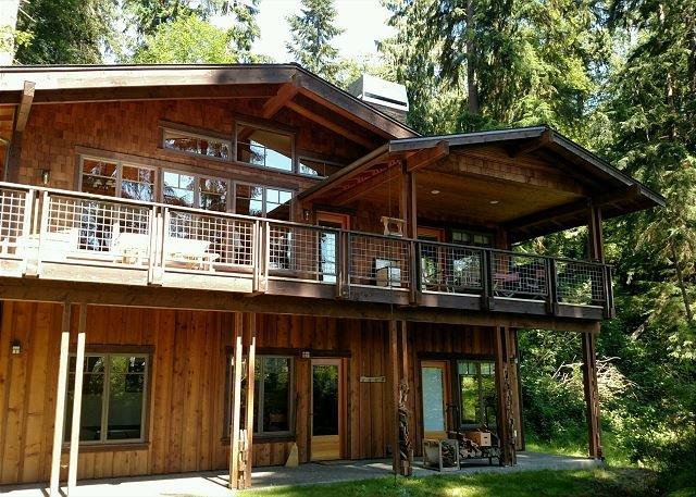 Beautiful craftsman lakeside chalet home. 2 bed, 2.5 bath. (248), location de vacances à Langley