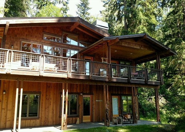 Beautiful craftsman lakeside chalet home. 2 bed, 2.5 bath. (248), casa vacanza a Langley