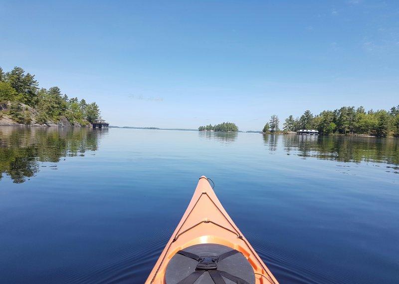 excelente kayak en el lago Muskoka